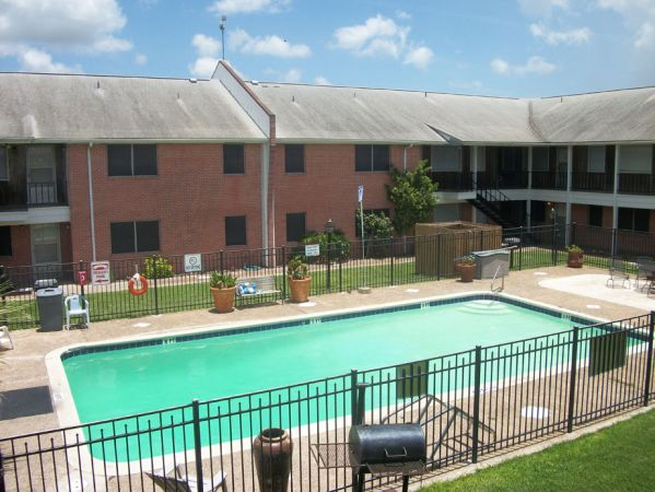 $740 1br - Bills Paid Clean, Quiet Apartment Community in Kingsville (Kingsville)