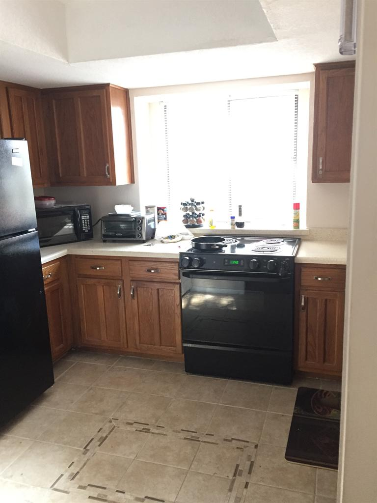600  Great Condo looking for Roomate
