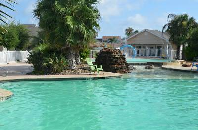 - $125 BEAUTIFUL CONDO - SLEEPS 6 - WALKING DISTANCE TO WHITECAP BEACH