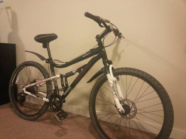 Mountain bike Black widow -   x0024 100  kingsville corpus