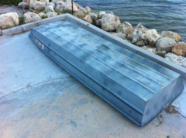 12 aluminum boat (sold pending payment) - $150 (ingleside on the Bay)