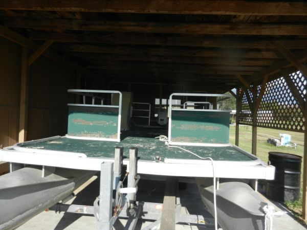 18 ft. Pontoon Boat - $1600 (Mathis, Texas)