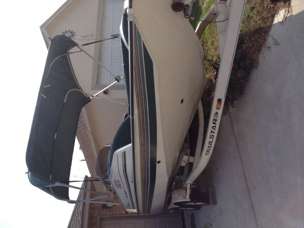 Deck Boat Sun Tracker party barge - $5000 (Flour Bluff priced reduced)