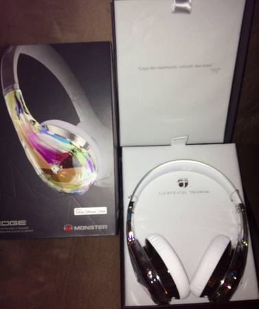MAKE OFFERNeed soldNEW MONSTER BRAND HEADPHONES, GREAT PRICE    - $150 (361-445-1004 Near Golds Gym)