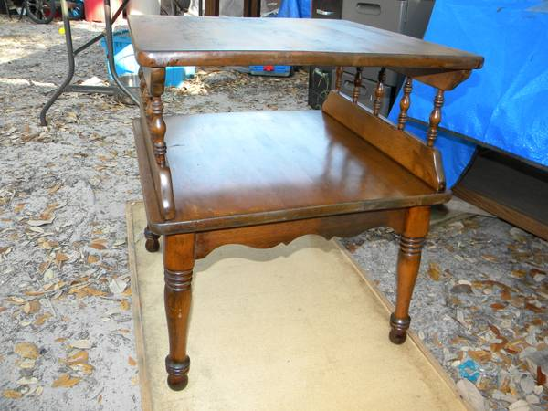 Ethan Allen Table Solid wood - $69