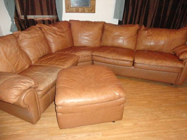 Leather sleeper, recliner Sectional Sofa LACKS - $700 (del mar)