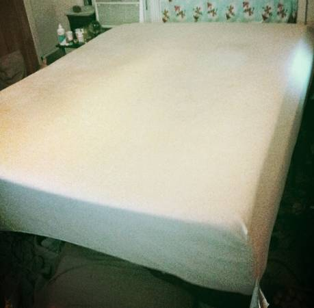 Queen Size (includes bedframe)- 12 Theratouch Memory Foam Mattress - $260 (Corpus Christi, TX)