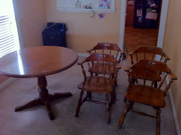Ethan Allen table and chairs - $600 (Corpus Christi)