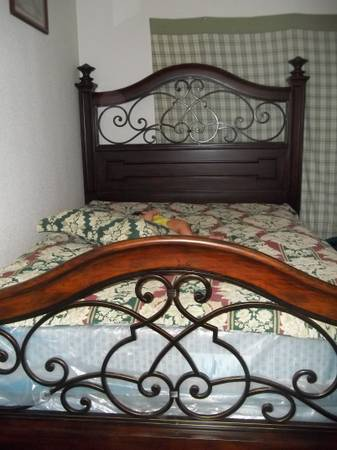 new still in plastic queen size matress set and bed frame $600 OBO - $600 (airline)