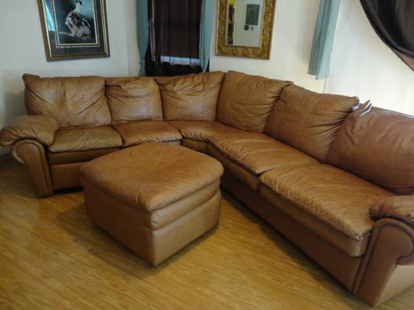 leather sectional couch bedrecliner like new - $1400 (del mar)