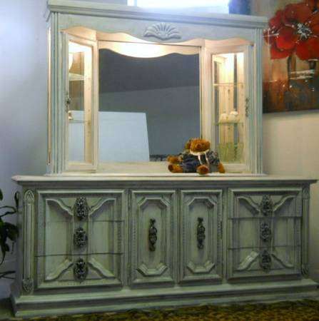 French Provincial large dresser lighted hutch - $550 (corpus chritsi)