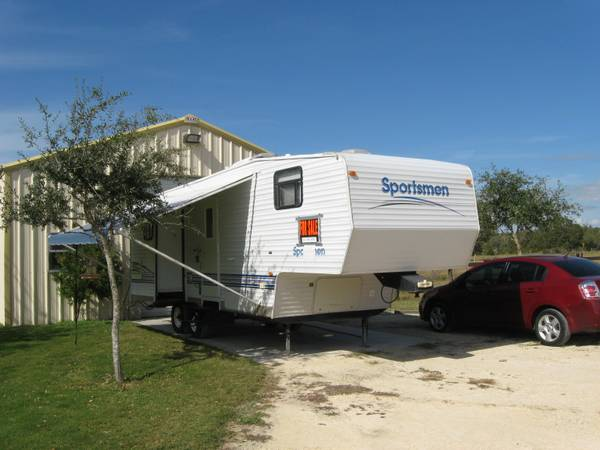 Extremely clean K Z Sportsmen 5th Wheel - $5800 (Corpus Christi, TX)