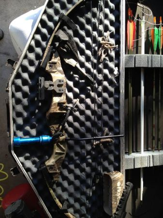 Hoyt intruder compound bow (kingsville)