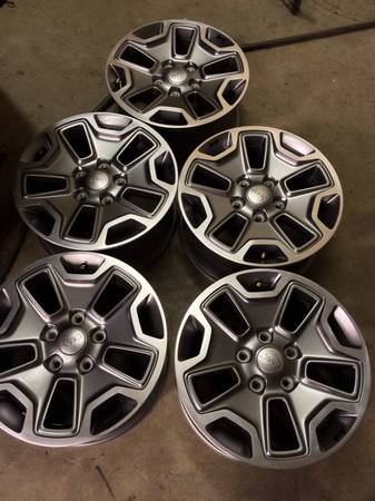 (5) 2013 Jeep Wrangler Rubicon limited edition OEM factory wheels NEW - $875 (Victoria )
