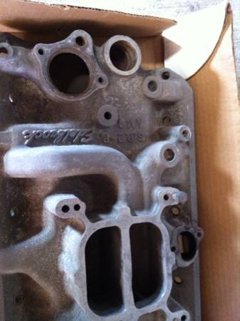 AMC V8 edelbrock intake and valve covers. - x002470 (Flour Bluff)