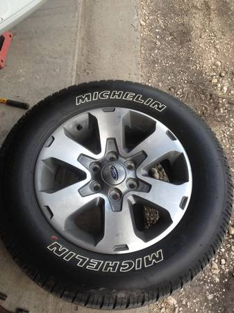 Factory ford wheels and tires - $700 (Callalen )