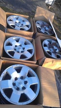 17 inch Toyota FJ cruiser rims set of 5 - $150 (S. Side, CC, TX)