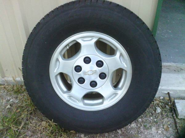 Chevy Tahoe Rims Tires - $175 (Skidmore)