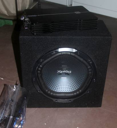 Dual 800 watt Amp and Sony Xplod 1200 watt subwoofer in box - $150 (Flour Bluff)
