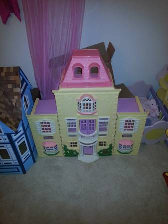 doll house with 7 rooms of furniture - x0024150 (meadowbrook)