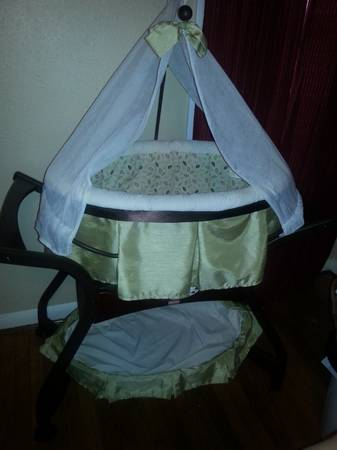 Baby Zen Fisher Price Bassinet - $140 (corpus christi)