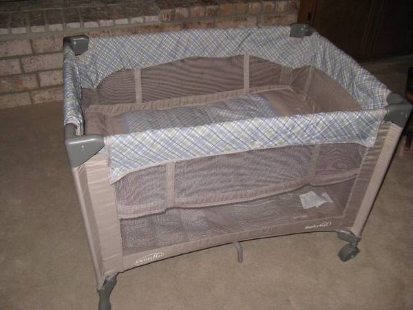 Evenflo Babygo Portable Playard with Bassinet - $40 (cimarronsaratoga area)
