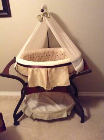 Fisher Price Zen collection gliding bassinet - $150 (Corpus Christi )