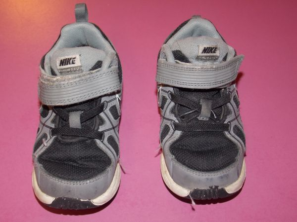 size 8 NIKE toddler shoes - $12 (cc)
