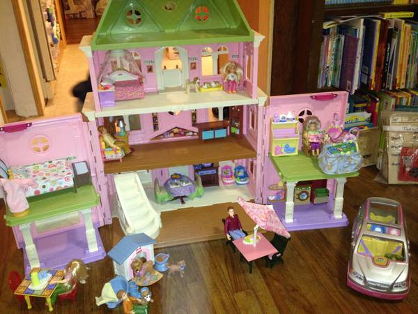 Loving Family Dollhouse Lots of extras - $125 (Ingleside)
