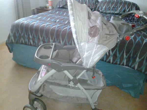 BABY TREND STROLLER CHRISSY GORGEOUS - $75 (ROCKPORT)