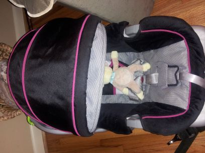 graco infant car seat black hot pink - $55 (central corpus)