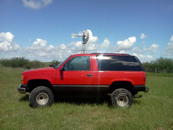 Rare Chevy Tahoe Sport 2DR Z71 (lifted) - $5500 (Port Lavaca )