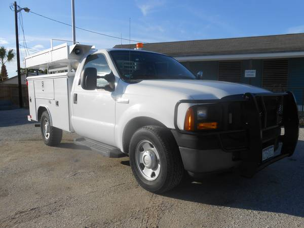 2006 FORD F250 UTILITY BED - $9850 (5818 LEOPARD)