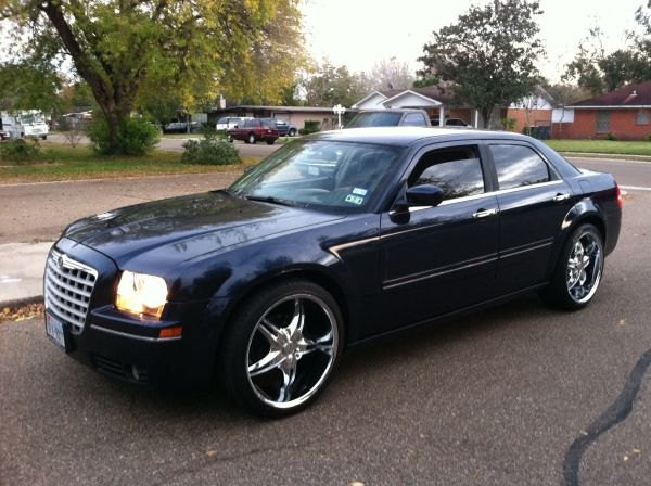Clean Chrysler 300 on 22s - $7000 (Victoria)