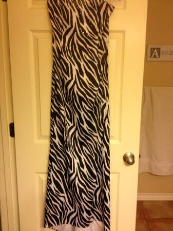 zebra dress w bling size 0 perfect for homecoming - $10 (Flour Bluff CC)