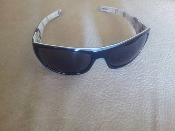 AUTHENTIC OAKLEY SUNGLASSES - $45 (FLOUR BLUFF)