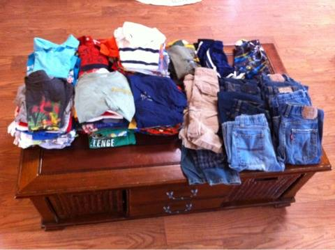 Boys and girls clothes and shoes (Annaville )