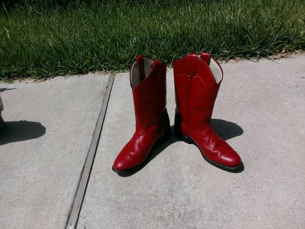 Boots Womens Ropers Red - Laredo  - $10 (Flour Bluff)