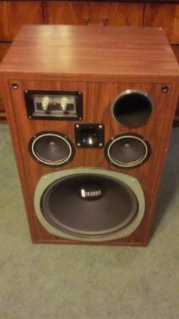 HIGH POWER SPEAKER BOX WITH SPEAKERS - $25 (FBluff)