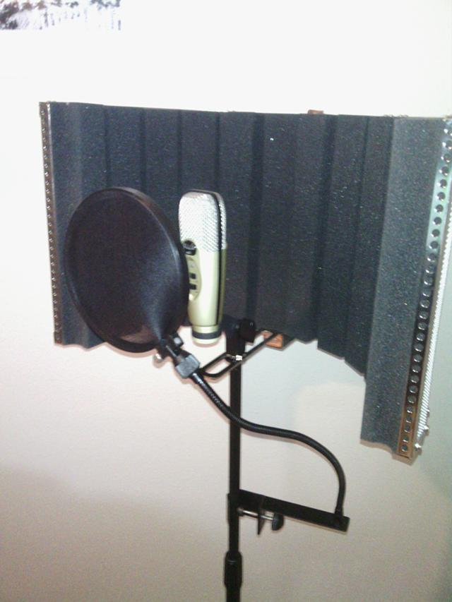 120  CAD Microphone And Acoustic Shield with mic stand and Spit Guard