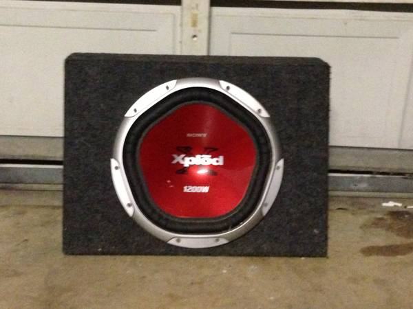 Sony xplod 12 sub in carpeted box - $50 (Calallen)