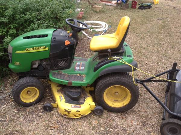John Deere l120 with bagger - x0024500 (Beeville )