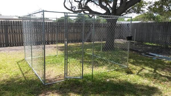 10x10 dog kennel - $200 (portland)