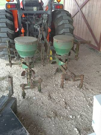 John Deere 2 row planter - $1275 (Alice)