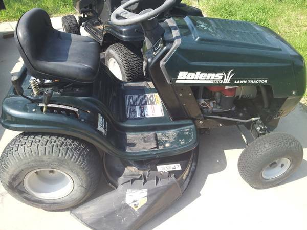 riding lawn mower - $450 (flour bluff)