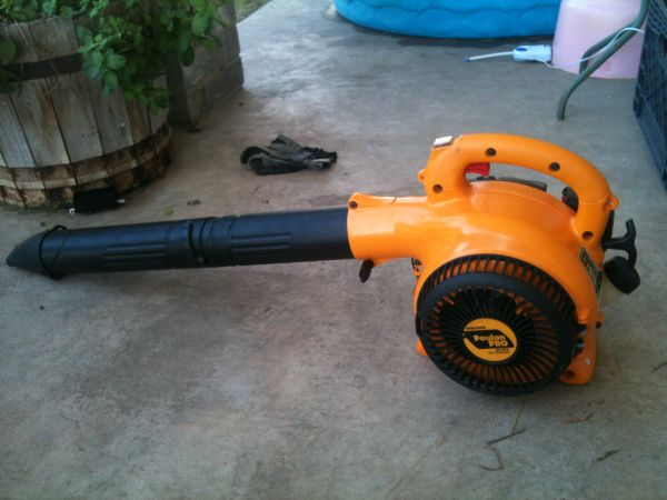 Poulan Pro BVM200VS 25cc 2-Stroke Gas Powered Variable Speed BLOWER - $70 (The Island)