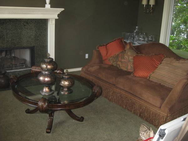 Estate SAle Great Lakes Dr. The Lakes Friday  Sat.