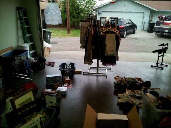 Garage sale (4023 Oak Bay )