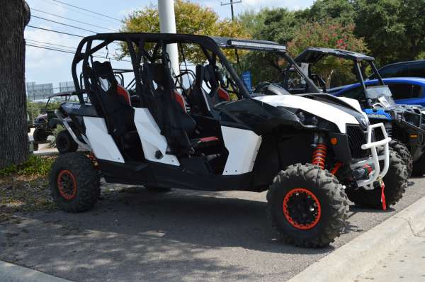 19 199  2015 Can-Am Maverick Max X rs DPS 1000R
