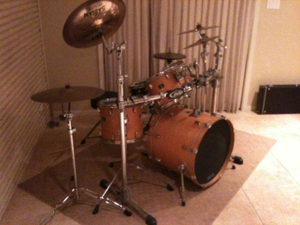 yamaha stage custom drum set (weber)
